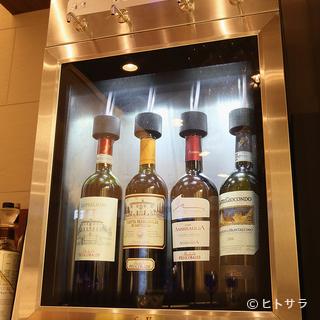 ワインサーバーがあり、リーズナブルにグラスでの飲み比べも