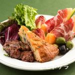 KLIMT - お得感満載の人気オリジナル・メニュー、『前菜の盛り合わせ3品』