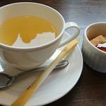 どんぐりと山猫の森 - ドリンク(ハーブティー:今回はレモンジンガー)とミニデザート