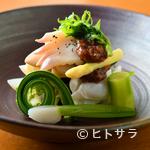 四季 粋花亭 - 手間暇かけて味を含ませていく『春野菜、ホッキ貝、タコの梅肉和え』