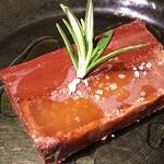 オステリア イルソリト - 二層のチョコテリーヌ、オリーブオイルとローズマリーの香り