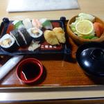二鶴寿司 - 料理写真:「寿司セット」600円(平日ランチ限定)
