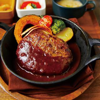 お野菜とお肉をバランスよく♪ドリンクバー付きのランチ◎