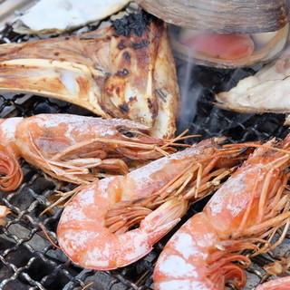 魚せんといえば海鮮浜焼き!!焼いて・見て・食べて楽しめる!