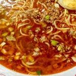 味仙 - 混ぜるとスープが赤くなるマジック? 見かけほど辛くない。