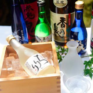 料理に合わせて日本酒や焼酎、ワインなど取り揃えております