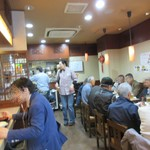 中華食堂 萬里 - 店内盛況、3時過ぎ。