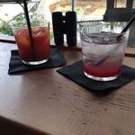 ミオン ガーデンカフェ - ブラッドオレンジジュース&自家製ベリーソーダ