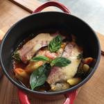 ミオン ガーデンカフェ - ココット料理 農家のベーコンのトマト煮込み。