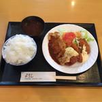 66066725 - 日替り ¥850                                                                     ポークピカタ エビフライ 魚フライ チキン南蛮