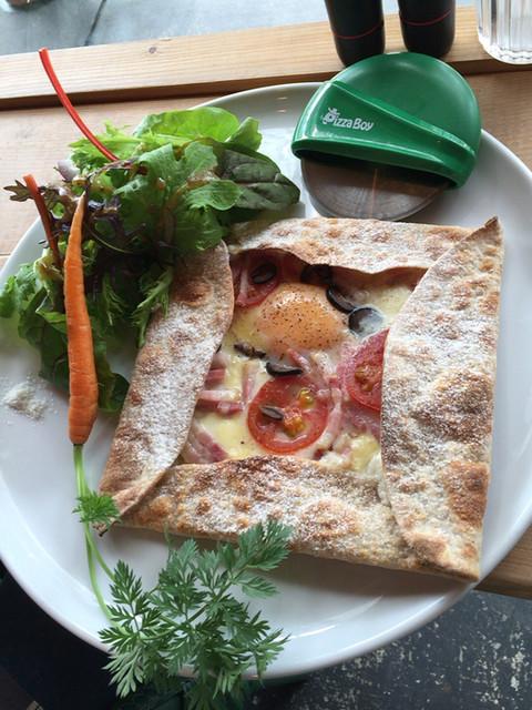 ミオンエシカルキッチン&カフェ - フラムクーヘン  ビスマルク。