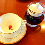 Garden cafe Bonheur - フレッシュハーブティーは桜の紅茶