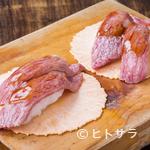 御食事処 坂口屋 - 甘辛いタレが肉の旨みを引き立てる、元祖『飛騨牛にぎり寿司』