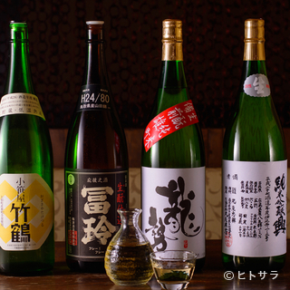 純米酒を中心に、常時40種以上の日本酒が勢揃い!