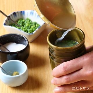 水炊きのスタートは、絶対の自信を誇る門外不出のスープから