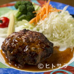 ケンウェスト - お食事にも、おつまみにもおすすめ。肉汁たっぷり、アツアツジューシーな『特製ハンバーグ』
