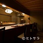 青柳 - 小山氏自ら設計したこだわりの空間で寛ぎの時間を演出