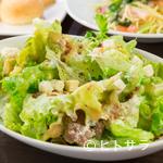 ヌーベルダイニング グリーン - 新鮮でシャキシャキ食感の『シーザーサラダ 温泉卵のせ』