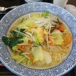 66071995 - たっぷり野菜と生姜香る塩ラーメン 750円