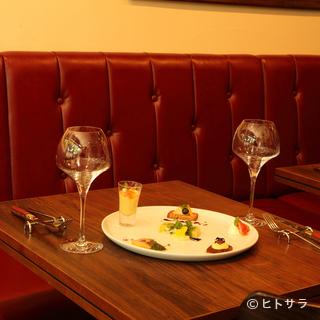コース料理とワインをゆったりと楽しむディナーにも