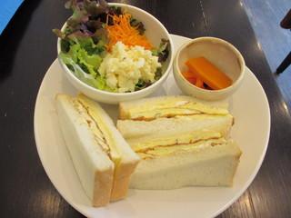 オモシロカフェ - 玉子サンドイッチ