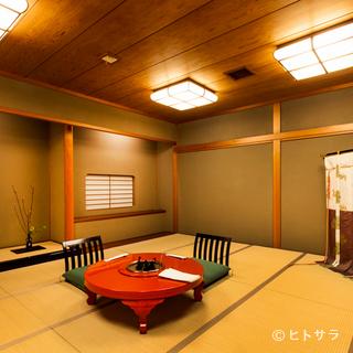 落ち着いた和の風情が漂う約40部屋の個室