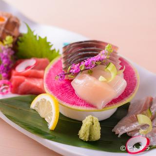 新鮮な旬の魚介を楽しめる和食店