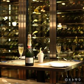 最高級のボトルも揃えつつ、グラスも豊富。その気軽さが魅力