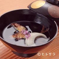 ごだん 宮ざわ - 塩焼きの鮎が香ばしい『小鮎と白玉白瓜の椀物』