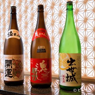 タイプの異なる日本酒を取り揃え、鰻料理とのペアリングも体感