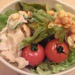 三田綱町 しらべ - 煮魚定食 1000円 のサラダ(お替り自由)