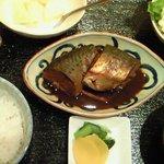 三田綱町 しらべ - 煮魚定食 1000円