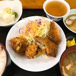 芝田食堂 - 日替り定食A(ロールカツ)550円