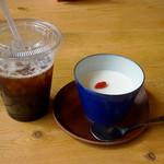 久留米ラーメン清陽軒 - ホットになった舌を極うま杏仁豆腐とアイスコーヒーで癒します。