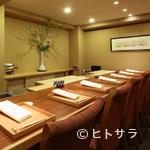 老松 喜多川 - 贅沢な大人の時間を満喫できるカウンターは、デートの特等席