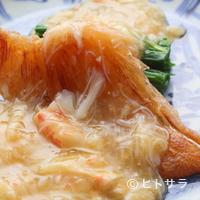 老松 喜多川 - 時期によって変わる「あん」も楽しみの一つ『ふかひれステーキ 水菜・毛ガニあんかけ(料理一例) 』