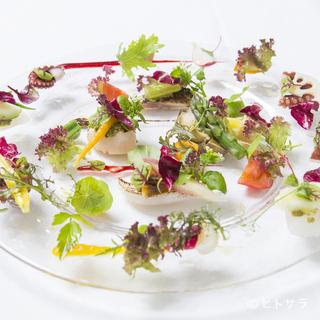 野菜の個性を大切に引き出した、彩りも豊かな一皿
