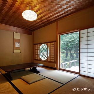 季節とともに移り行く景観を望む、寛ぎの個室
