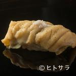 江戸前鮨 二鶴 - 後味まで見事に計算され尽くした、柔らかな食感の『穴子』の握り