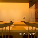 江戸前鮨 二鶴 - 7席限定のカウンター席で、記憶に残るふたりだけの記念日を