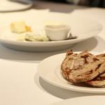 バンケット - チーズ各種 ライ麦パン