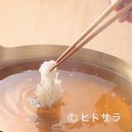 日本料理 櫻川 - 旬の魚介を風味豊かな出汁でいただく『鱧しゃぶ(玉葱風味出汁)』