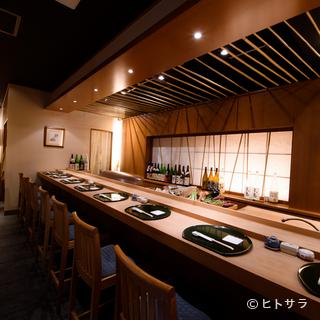 揚げたての天ぷらを熱々のままいただけるカウンター席