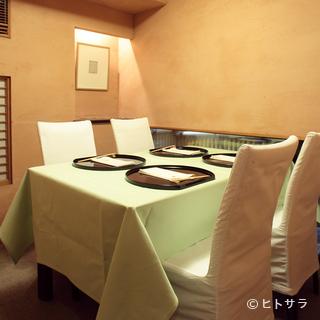 木の温もりが心地よい、純和風の趣き漂う日本料理店