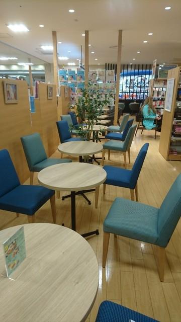 カフェ・ド・クリエ イオンモール秋田店 - 席も たくさん     カウンターも あります