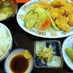 栄飯店 - サービスランチ(鳥天) ¥600