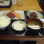 朝漁亭 丼 - おまかせ刺身定食(\1,000)
