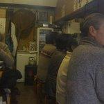 朝漁亭 丼 - 日曜お昼13時半ごろ満員でした。
