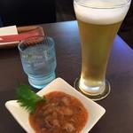Bistro Archange - ランチビール350円と生たこキムチ380円(共に税込)