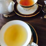 紅茶日和 - 手前がダージリン1stフラッシュ、奥が2ndフラッシュ